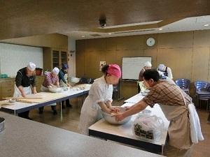 蕎麦打ち風景池田さん提供.JPG