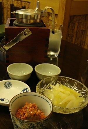 あさだ 夏野菜お浸し 鳥肝麹漬け 燗酒.jpg
