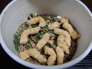 カップヌードル天ぷら蕎麦湯を注ぐ前.jpg
